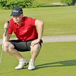 Jeppe Kristian er en af danmark upcoming golftalenter, der sideløbende med hans karriere har etableret golfnetværket Jeppe Kristian netværk for at modtage støtte til udgifterne på hans rejse med Europa touren, hvor han som tak tilbyder unikke golfoplevelser i særklasse. Vi deltager i netværket både for at støtte Jeppe rejse, men også for at udvide vores netværk. Lad os høre, hvis du vil med en tur på golfbanen.